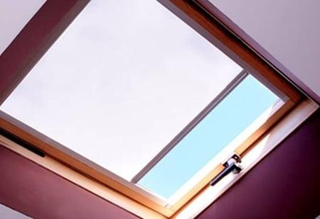 store-interieur-fenetre-toit